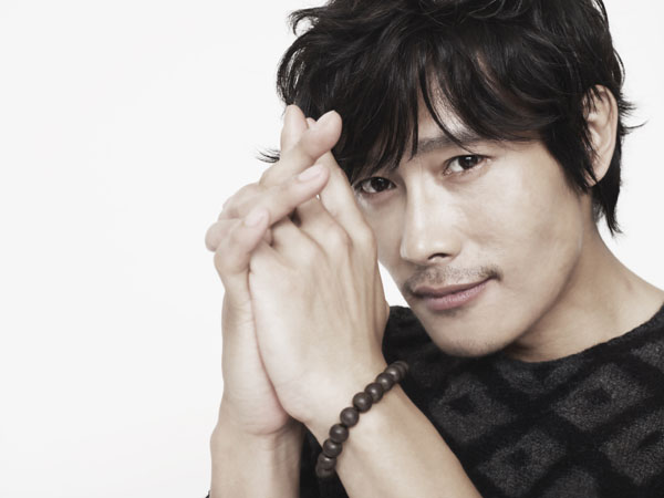 Lee Byung-Hun is famous for roles in dozens of Korean Dramas, hit Korean Movies and now Hollywood films such as G.I.Joe and the forthcoming Reds 2.